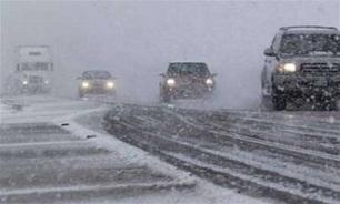 محدودیت دید به دلیل کولاک برف در جادههای کوهستانی شمال/ رانندگان تجهیزات زمستانی داشته باشند